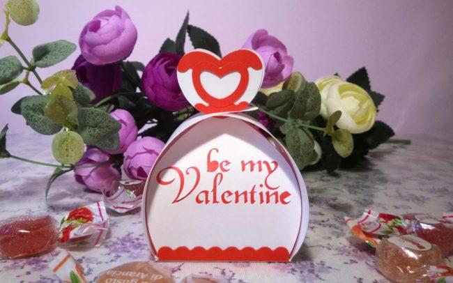 Scatola San Valentino realizzata a mano con intagli e decorazioni